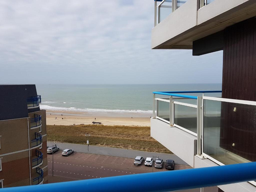 Vue générale sur la mer ou vue sur la mer prise depuis l'appartement