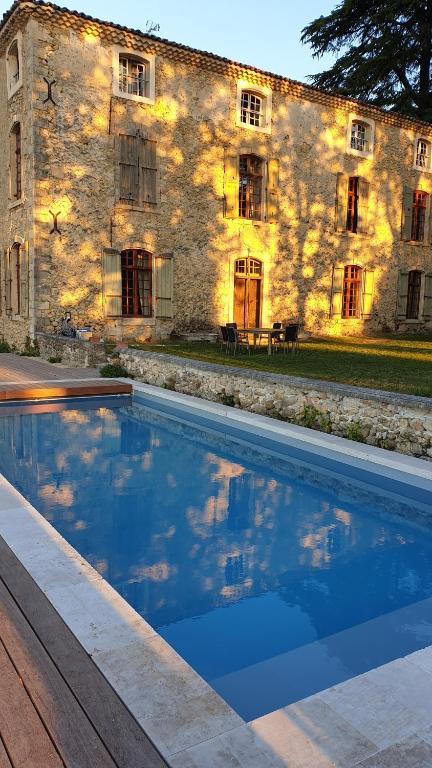 Bazén v ubytování la bastide de l'adrech nebo v jeho okolí