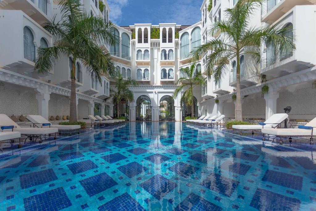 Der Swimmingpool an oder in der Nähe von Sarai Resort & Spa