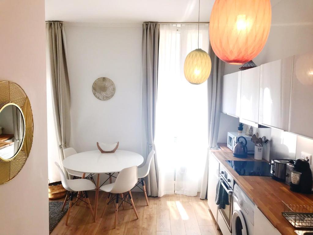 A kitchen or kitchenette at Magnifique Appartement à 100 m de la Canebière
