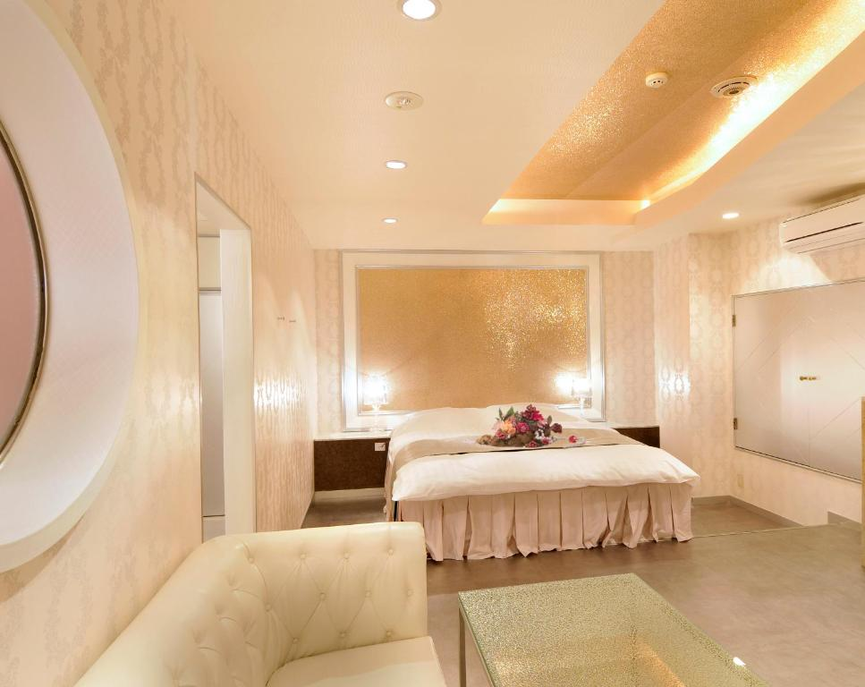 A bed or beds in a room at Hotel Jewelry Jewelry Juso (Adult Only)