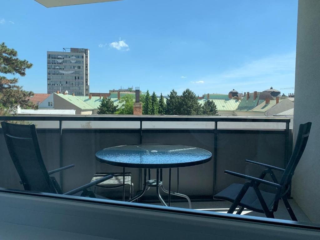A balcony or terrace at E2 Garage & Supermarket-Luxury Apt in City Centre