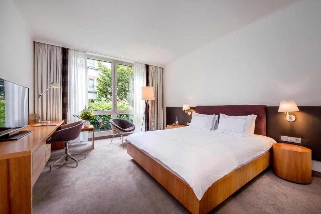Ein Bett oder Betten in einem Zimmer der Unterkunft Dorint City-Hotel Bremen