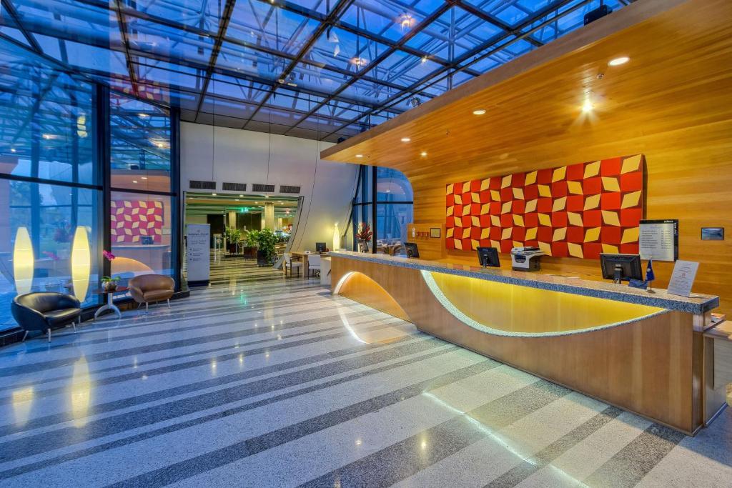 The lobby or reception area at Golden Tulip Brasília Alvorada