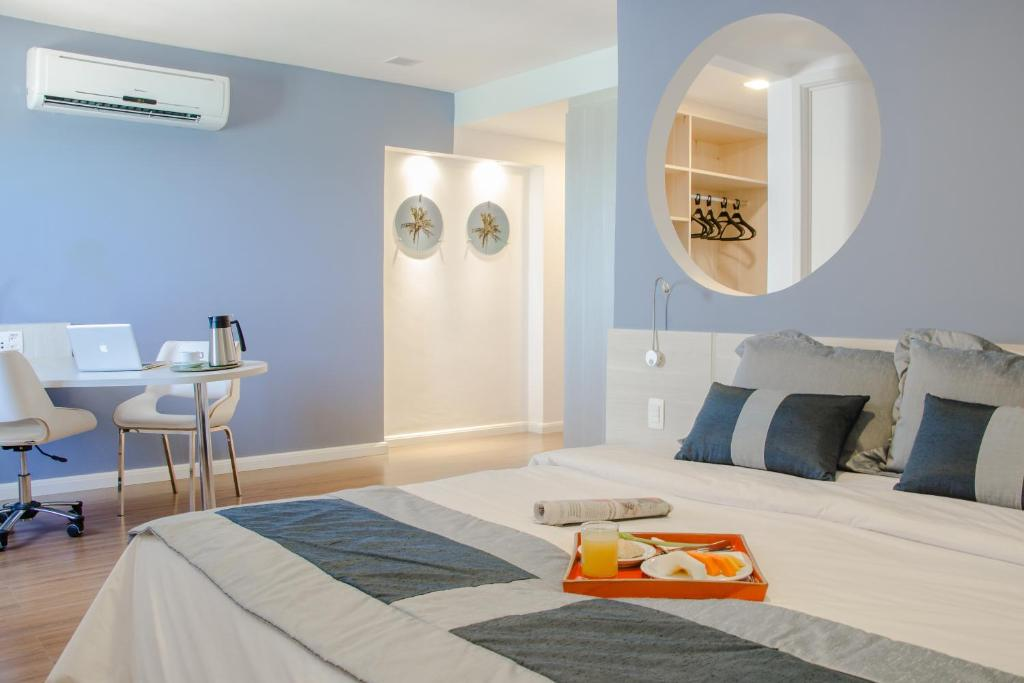 A bed or beds in a room at Mercure Recife Navegantes