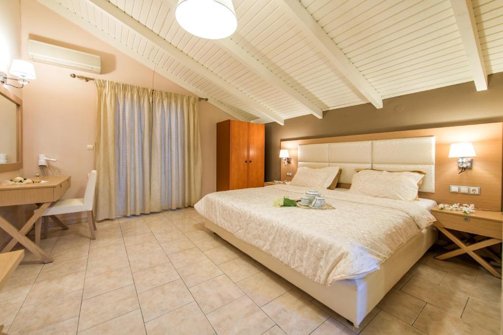 Ένα ή περισσότερα κρεβάτια σε δωμάτιο στο Hotel Plessas Palace