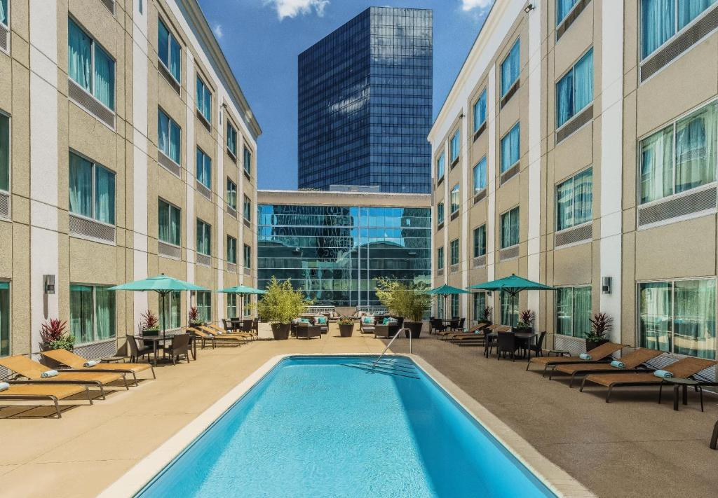 The swimming pool at or near Courtyard Charlotte City Center