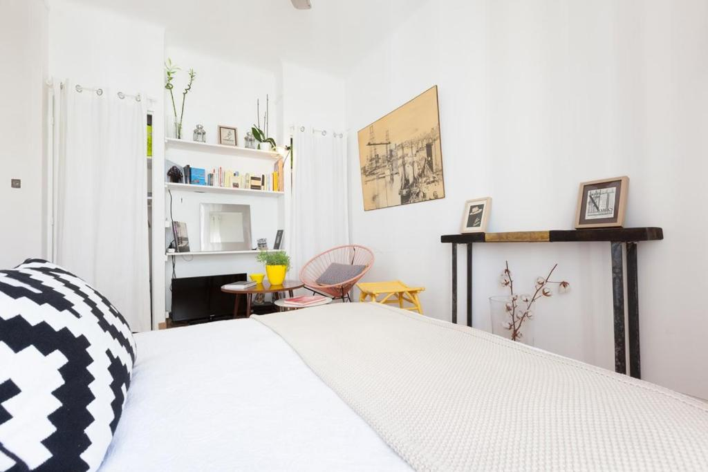 A bed or beds in a room at La Minotte