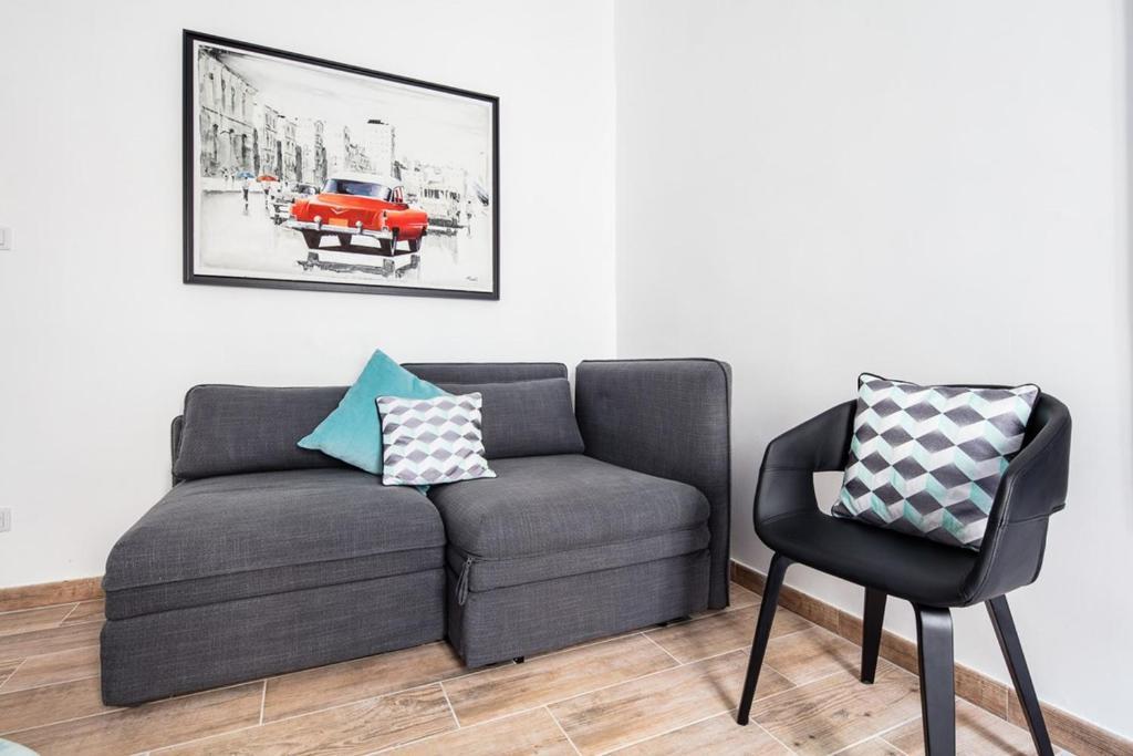 A seating area at Le Major- Bel appartement dans le centre