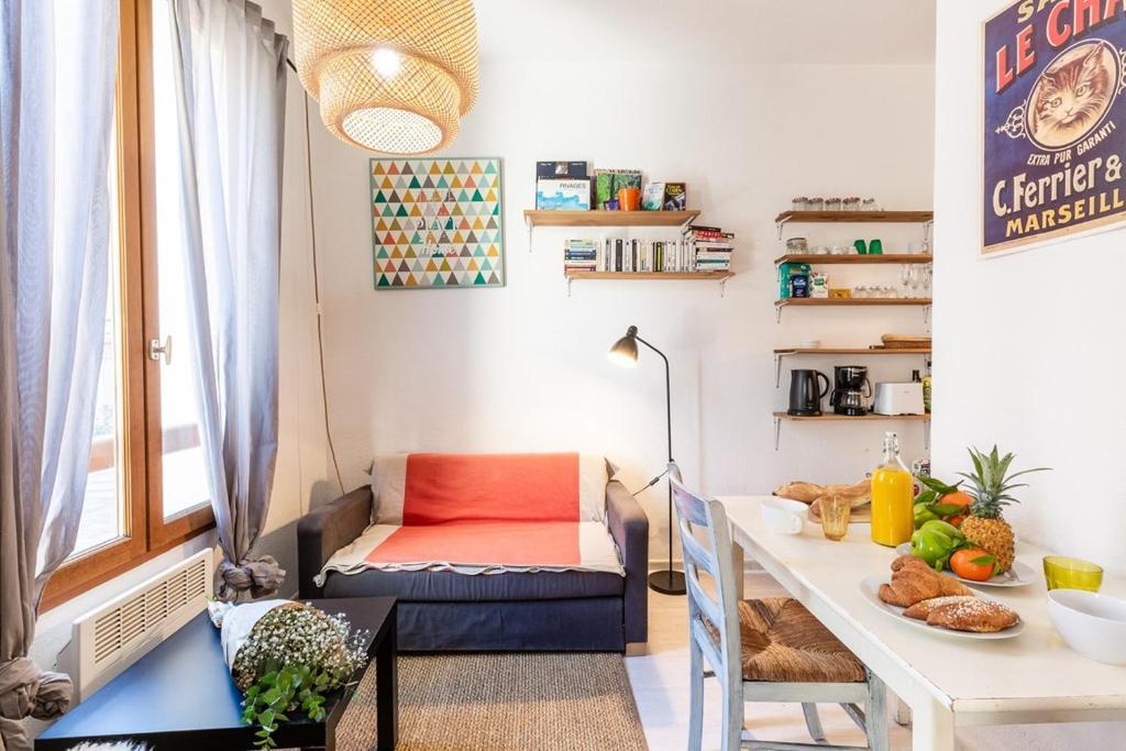 A seating area at Le Pistou - Superbe appartement vue sur le Vieux Port