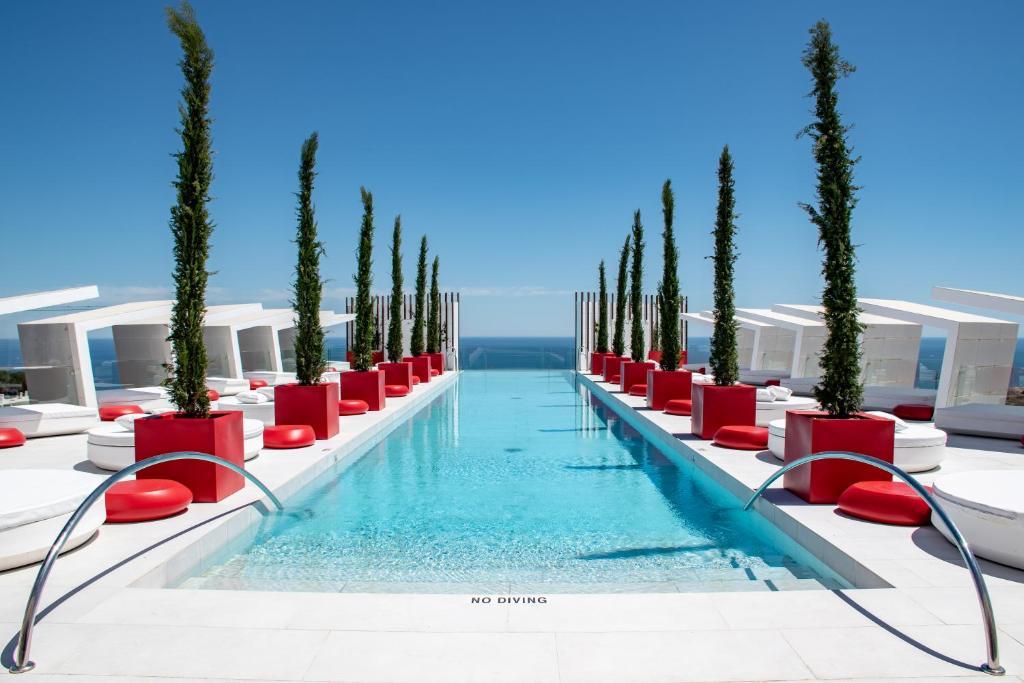 Piscina en o cerca de Higueron Hotel Malaga, Curio Collection by Hilton