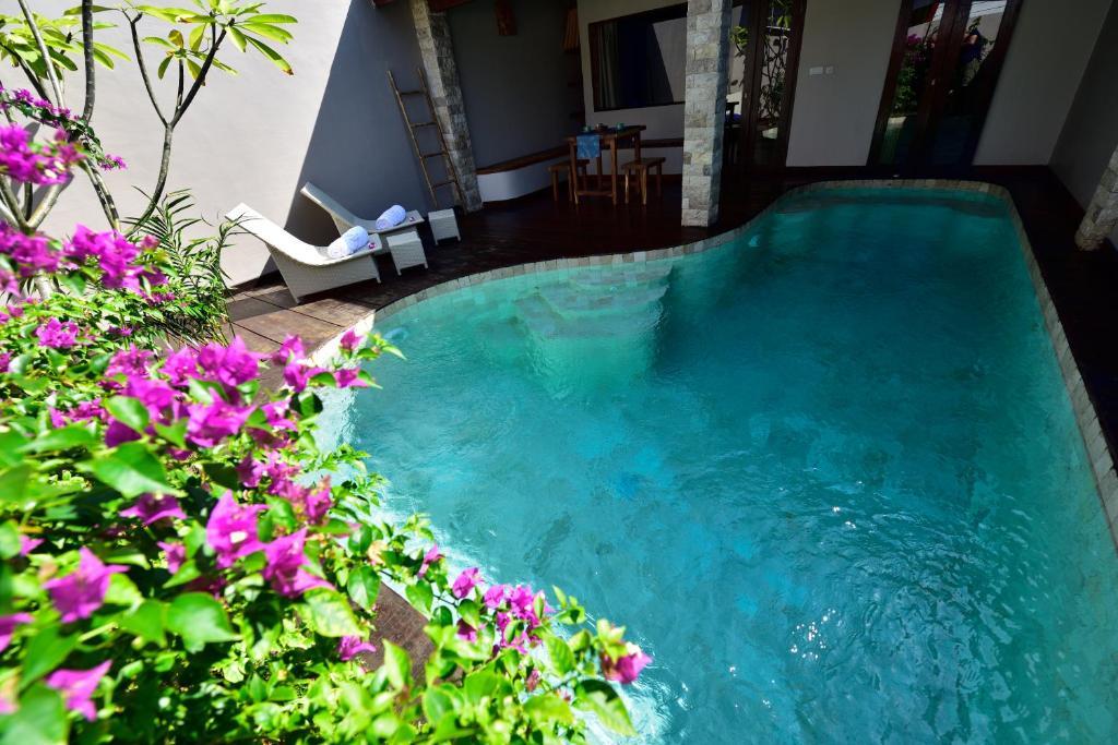 المسبح في Cantika Villa أو بالجوار