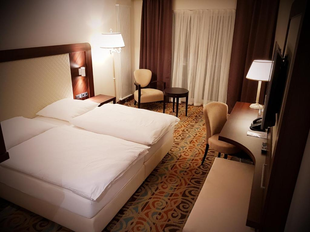 A bed or beds in a room at Hotel My Main