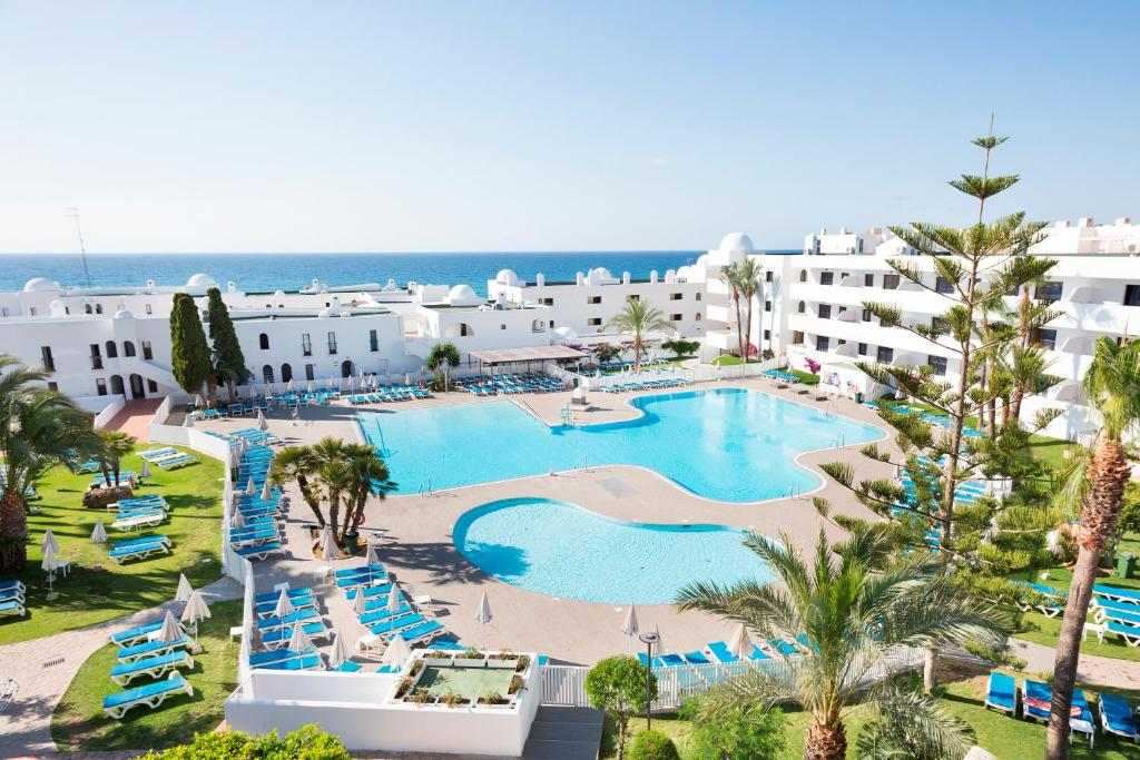 A view of the pool at Best Club Vacaciones Pueblo Indalo or nearby