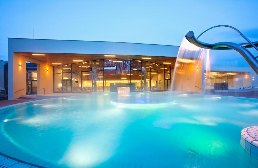 The swimming pool at or near Vitalhotel der Parktherme