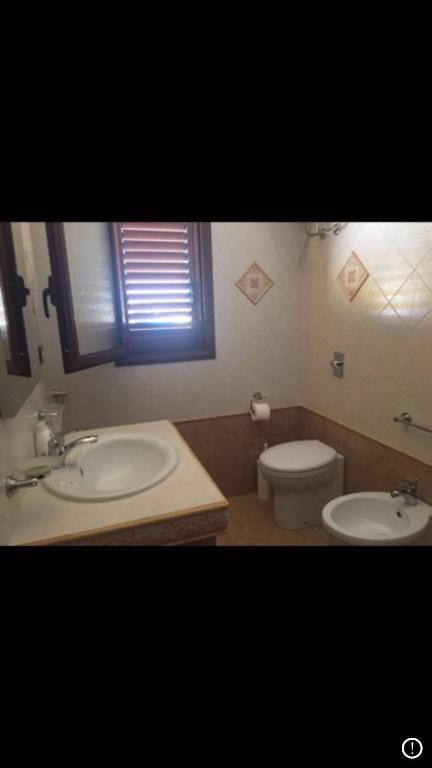 A bathroom at Appartamento lampedusa