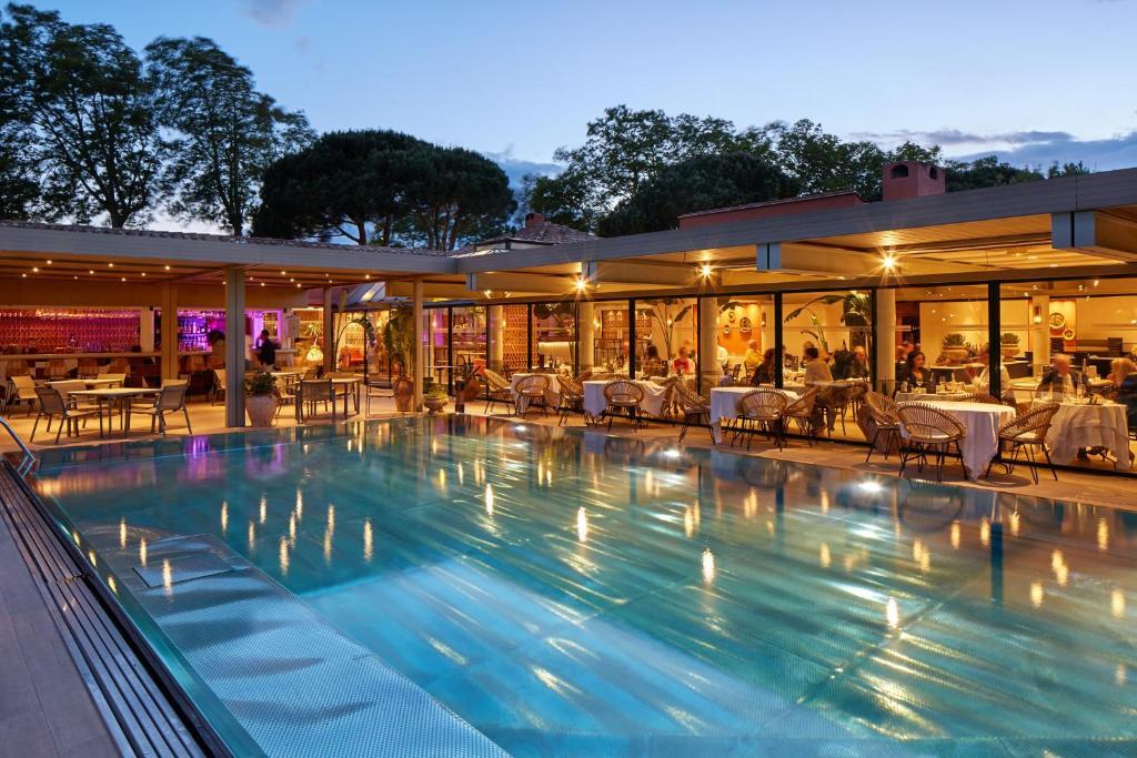 The swimming pool at or near Villa Duflot Hôtel & Spa Perpignan