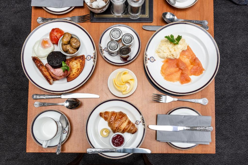 Lunch and/or dinner options available to guests at Royal Scots Club