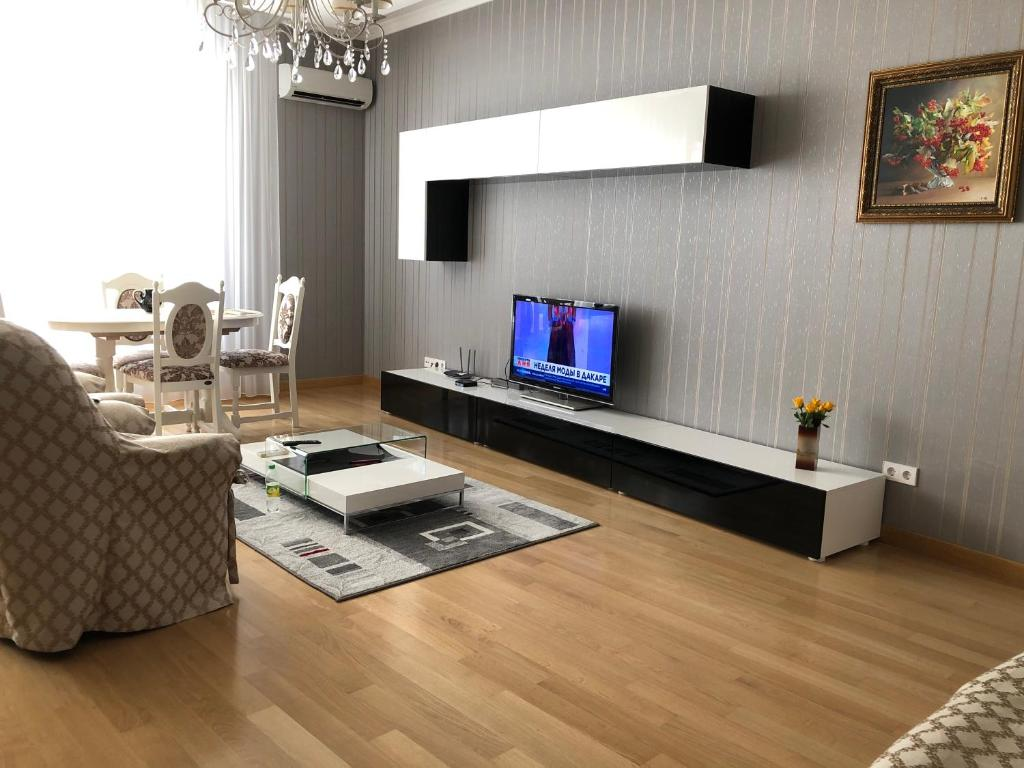 A television and/or entertainment center at Coliseum Apartament Modern