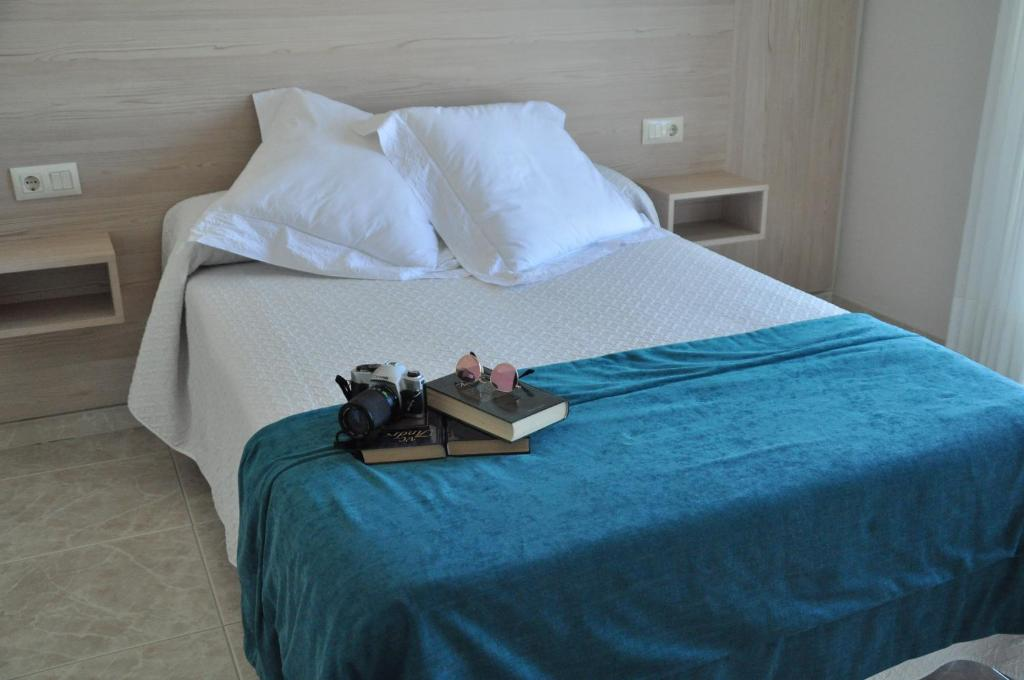 A bed or beds in a room at Hotel Casa Portuguesa