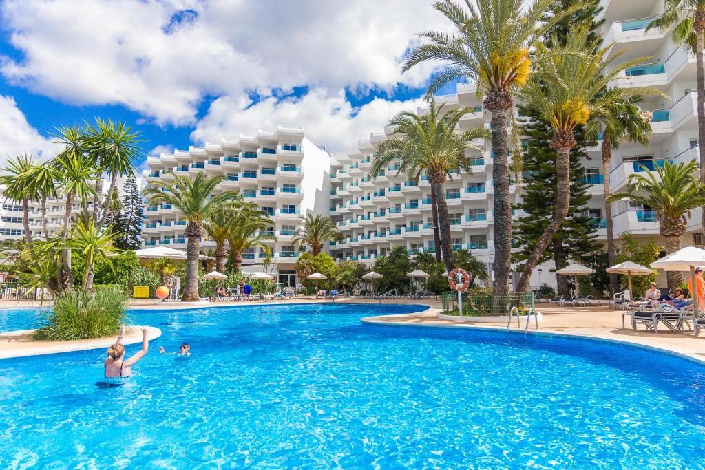 Het zwembad bij of vlak bij Eix Lagotel Holiday Resort
