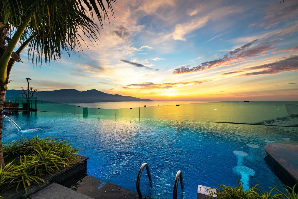 The swimming pool at or close to Sala Danang Beach Hotel