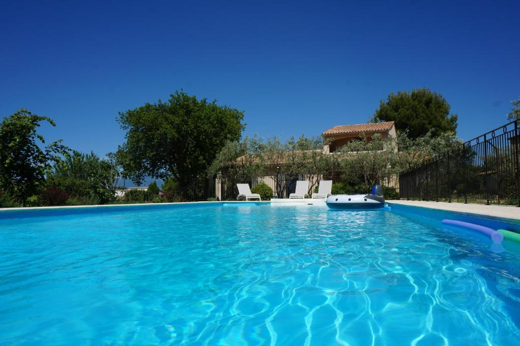 The swimming pool at or close to le Gecko en Provence