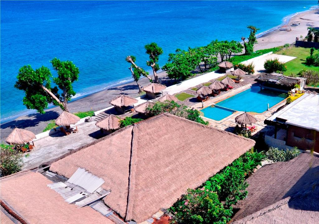 A view of the pool at Pasific Beach Cottages or nearby