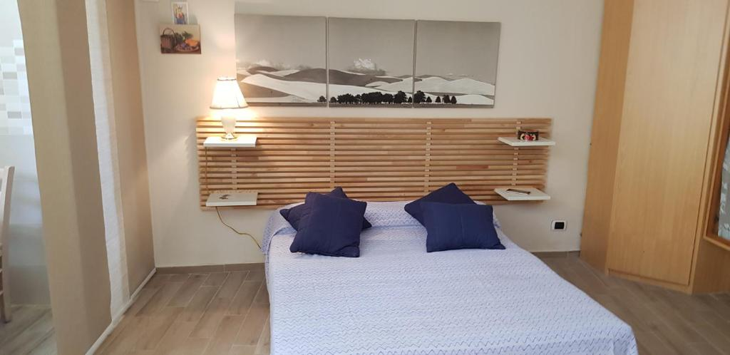 A bed or beds in a room at Relax Just Relax Pisciotta