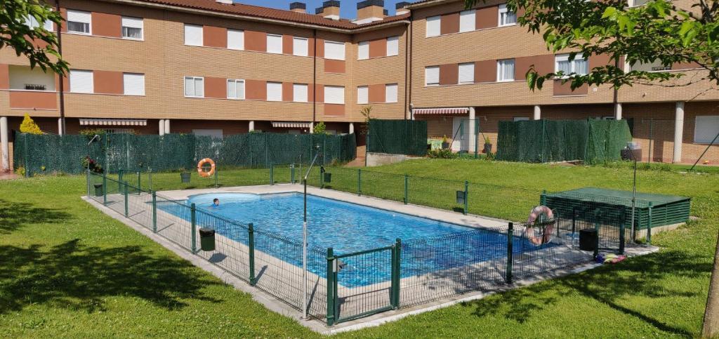 The swimming pool at or near Apartamentos Mirador de Grañón