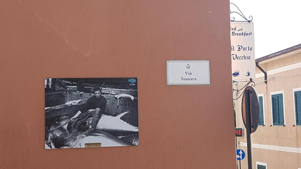 A television and/or entertainment center at B&B Il Porto Vecchio
