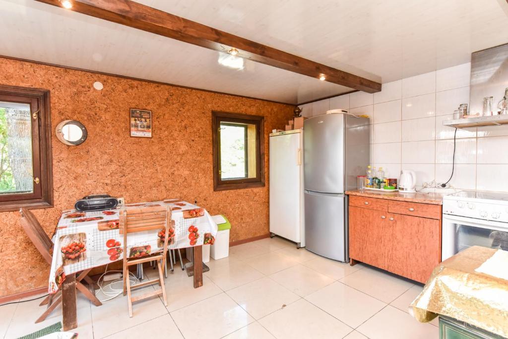 A kitchen or kitchenette at Ramus poilsis Karklėje