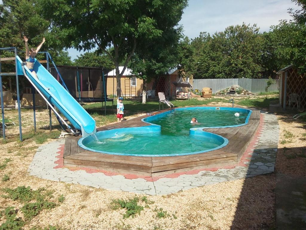 Бассейн в Holiday Park Kolobok или поблизости