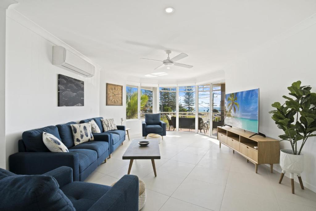 A seating area at Kirra Palms Holiday Apartments