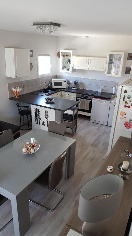 A kitchen or kitchenette at sanchez erruz