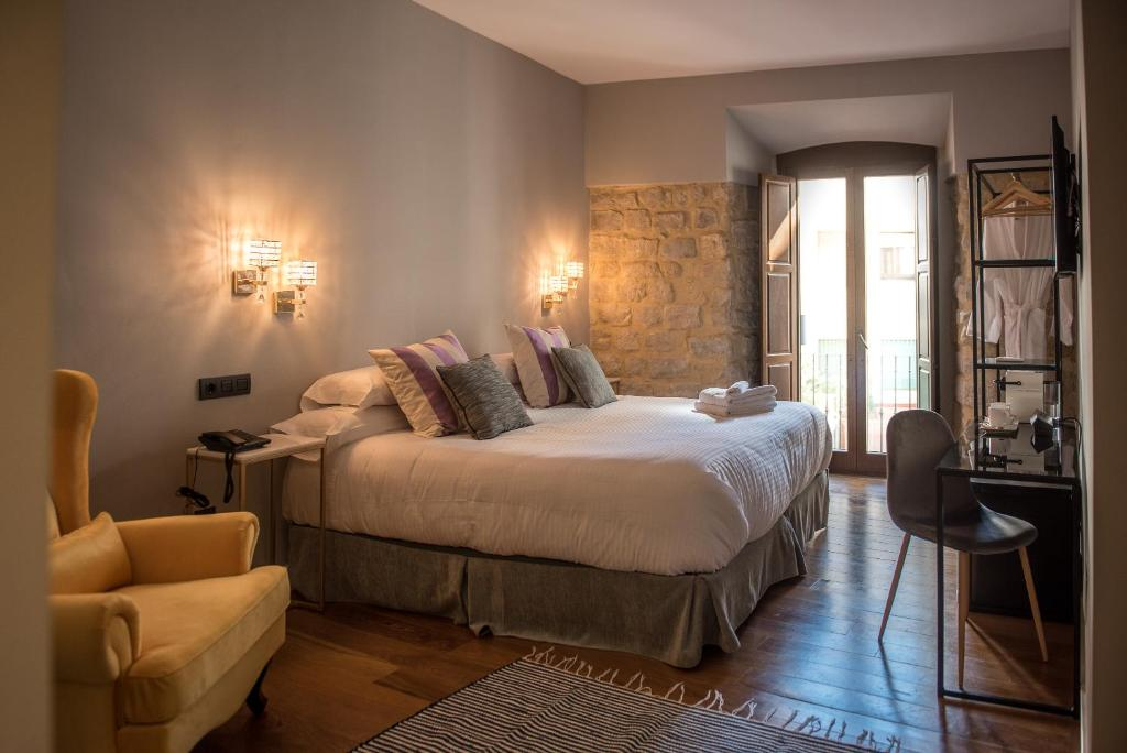 A bed or beds in a room at Hotel Don Juan Boutique