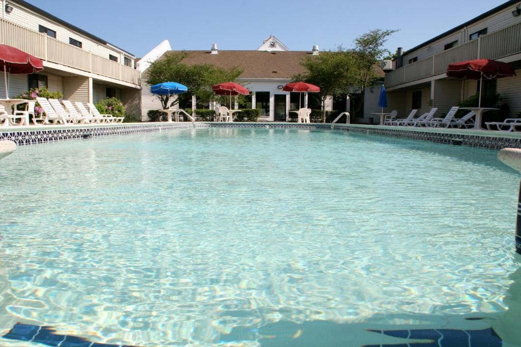 The swimming pool at or close to Cape Cod Irish Village