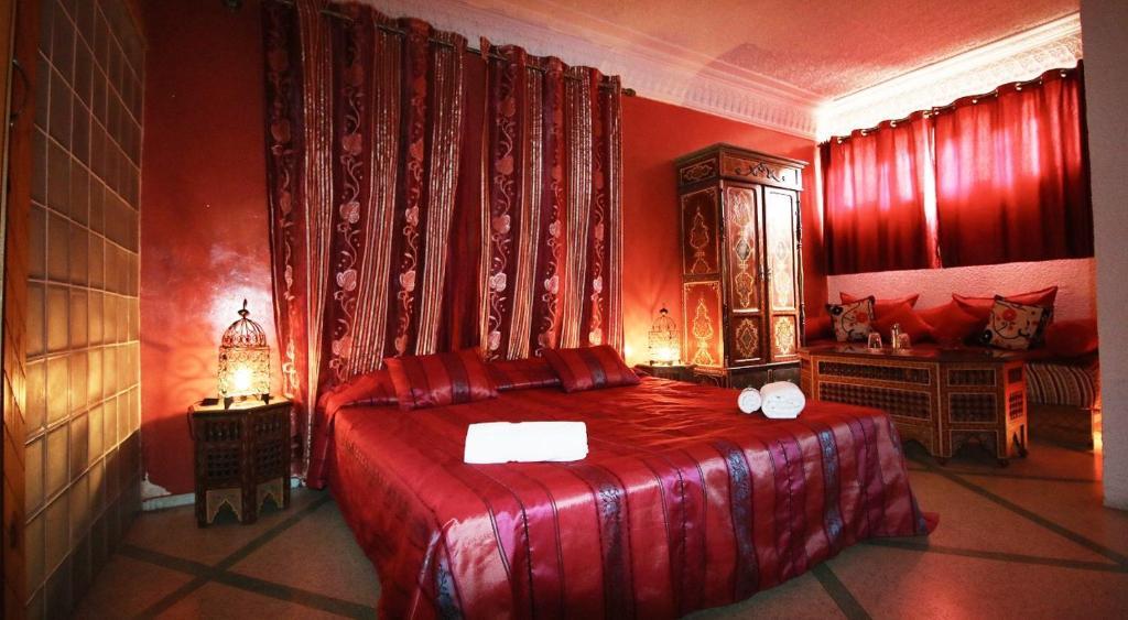 Кровать или кровати в номере Riad Les Chtis D'Agadir