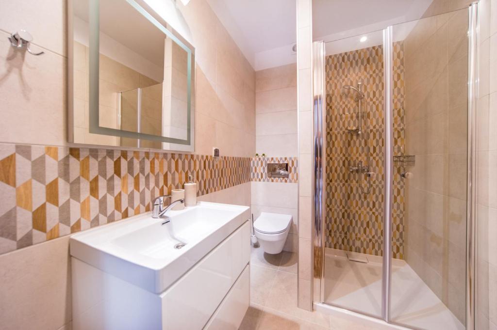 Łazienka w obiekcie Gray House Apartamenty Dziwnówek