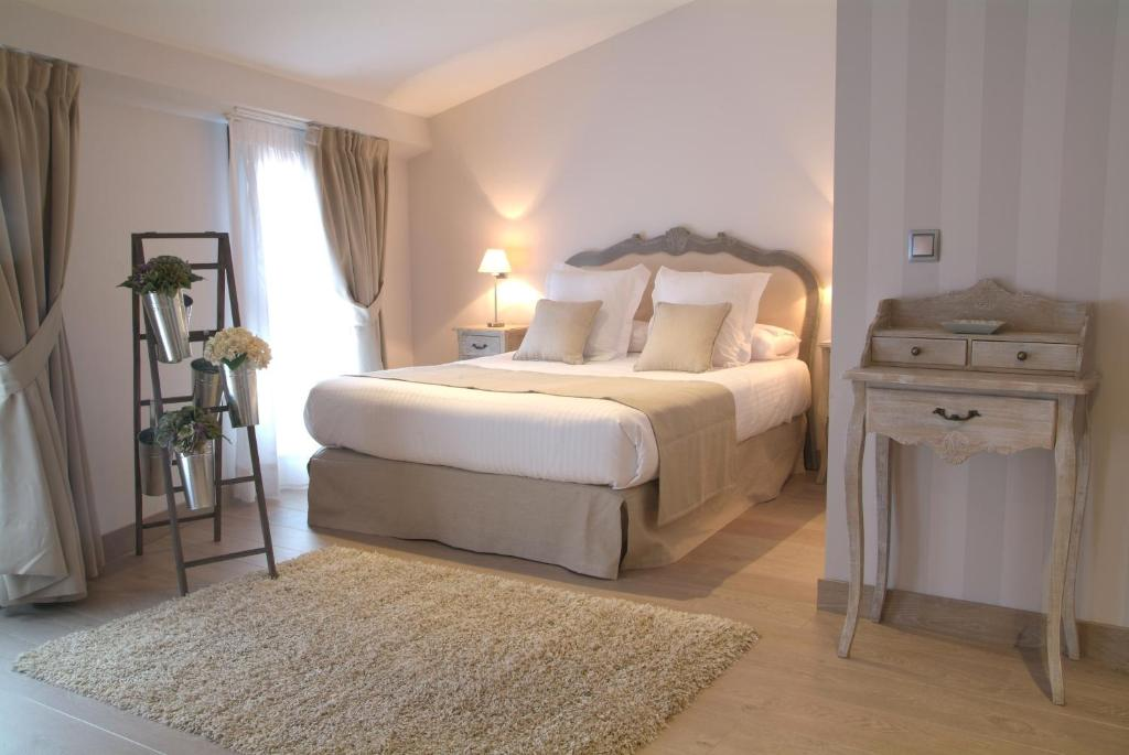 A bed or beds in a room at Le Petit Boutique Hotel