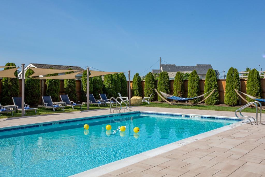The swimming pool at or close to Aqualina Inn Montauk