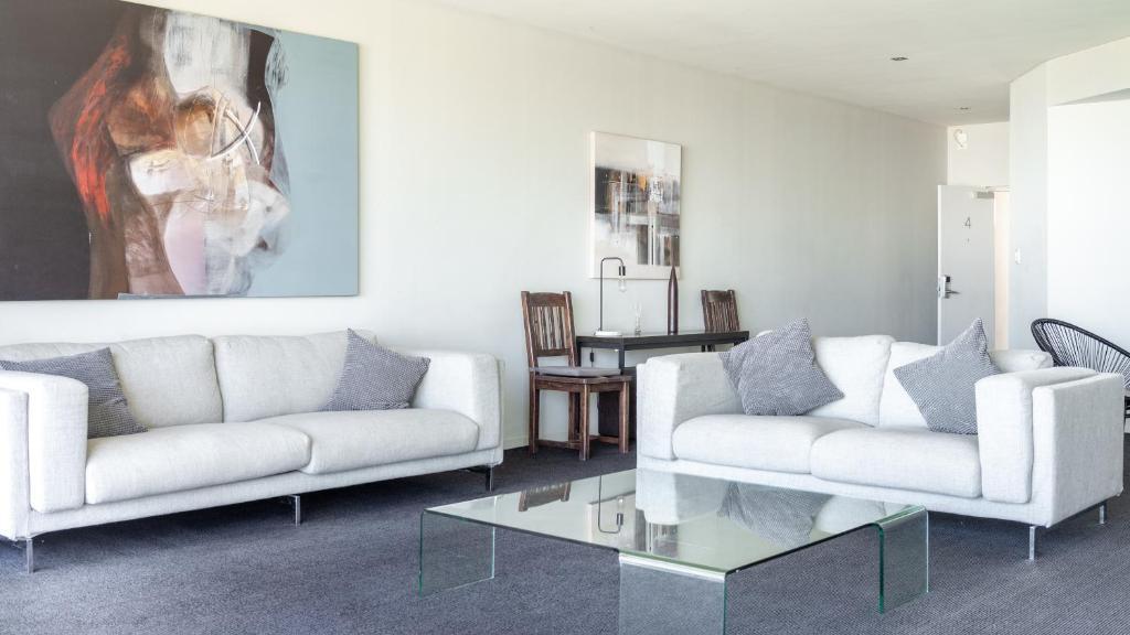 A seating area at Mullaloo Beach Hotels & Apartments