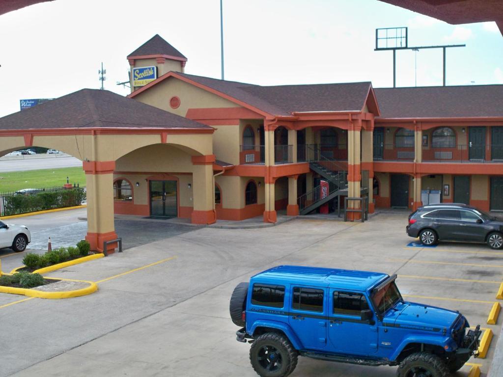 The Scottish Inn & Suites Beaumont.