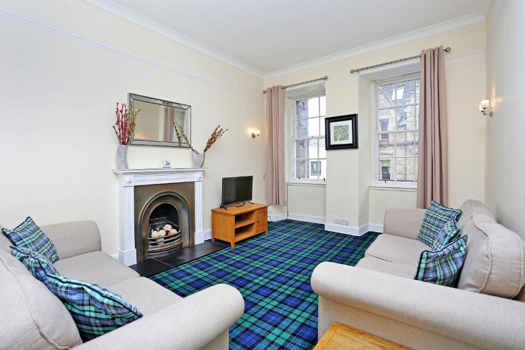 World's End - Historic 2 bed on the Royal Mile, sleeps 4