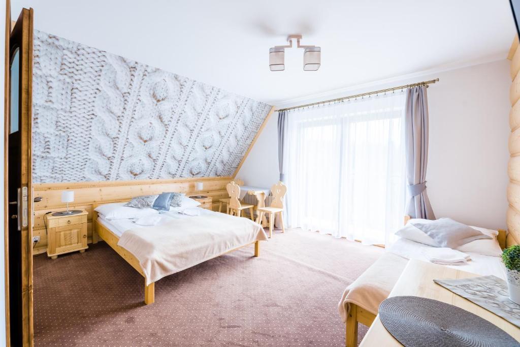 Łóżko lub łóżka w pokoju w obiekcie Jaśmin