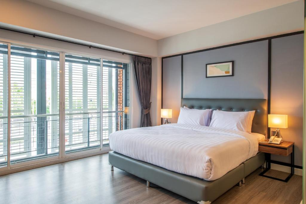 A bed or beds in a room at Mayson Place Hotel