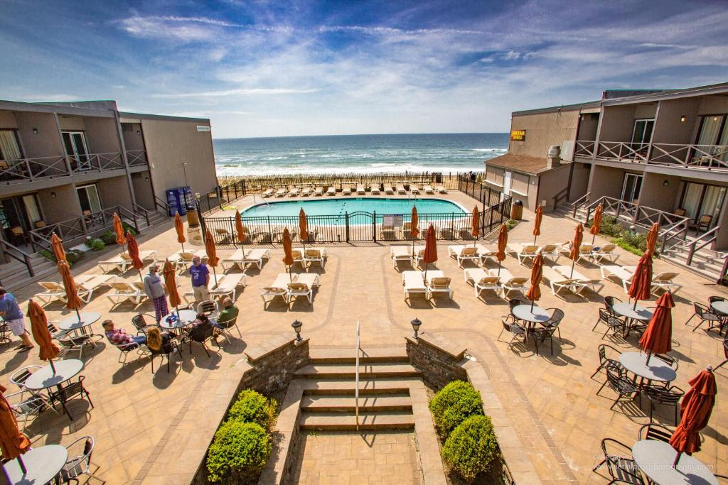 A view of the pool at Royal Atlantic Beach Resort or nearby