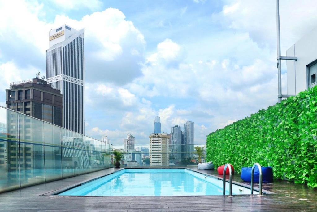 Der Swimmingpool an oder in der Nähe von Pacific Express Hotel Central Market Kuala Lumpur