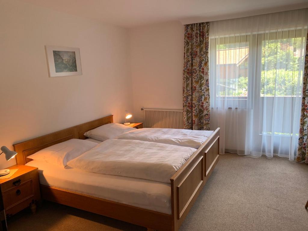 Ein Bett oder Betten in einem Zimmer der Unterkunft Appartement Haus Bärbl