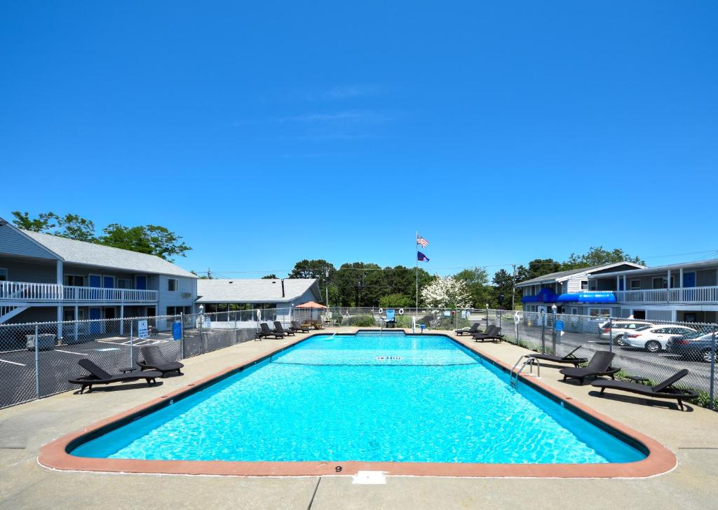 The swimming pool at or close to Cape Sands Inn